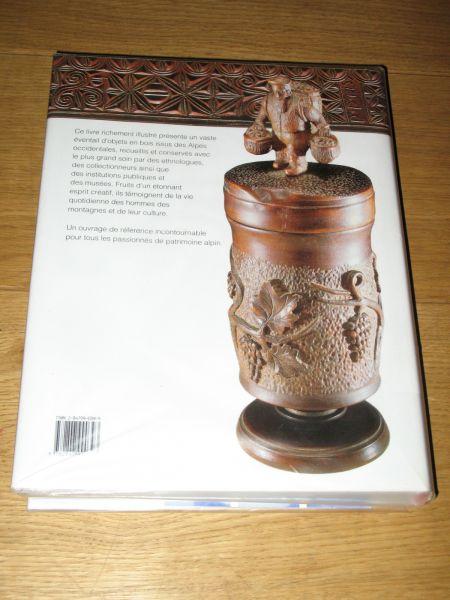 Vieux objets en bois de la montagne sculpture sur bois for Meuble queyras