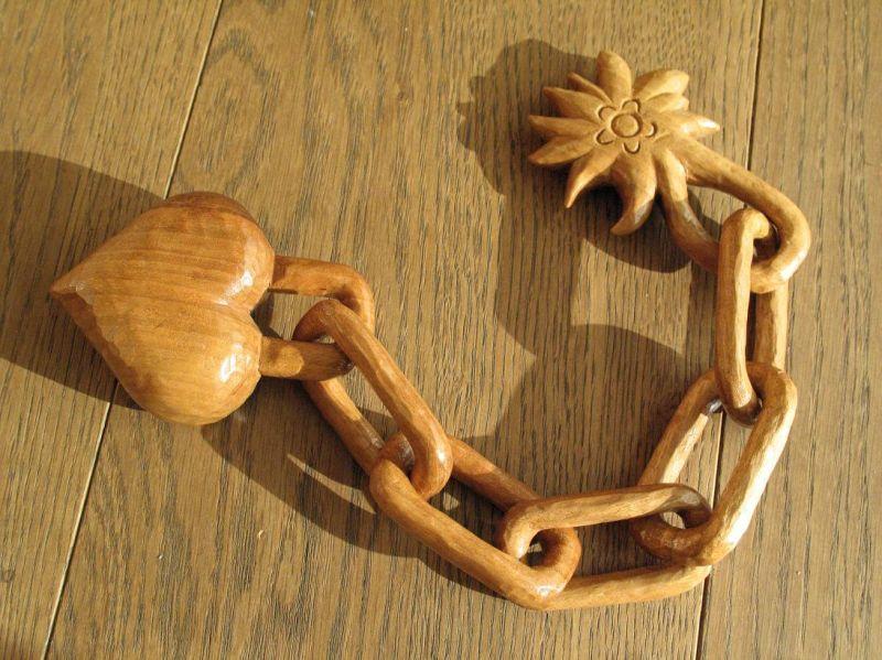 Une chaîne en bois · Sculpture sur bois