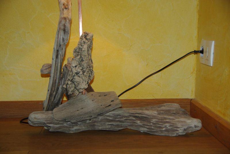 Lampe en bois flott sculpture sur bois for Faire une lampe en bois flotte